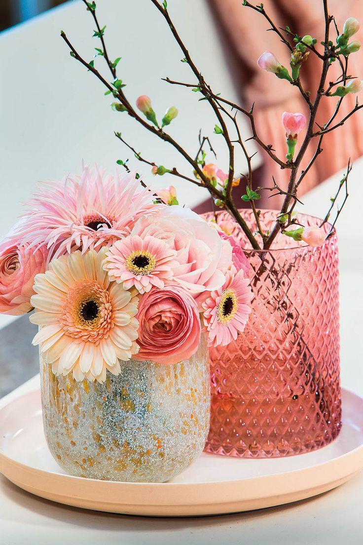 Very tiny gerbera bouquet on a pink plate #pinkegerberas #whitegerberas #inspiration #colouredbygerbera #dutchgerbera