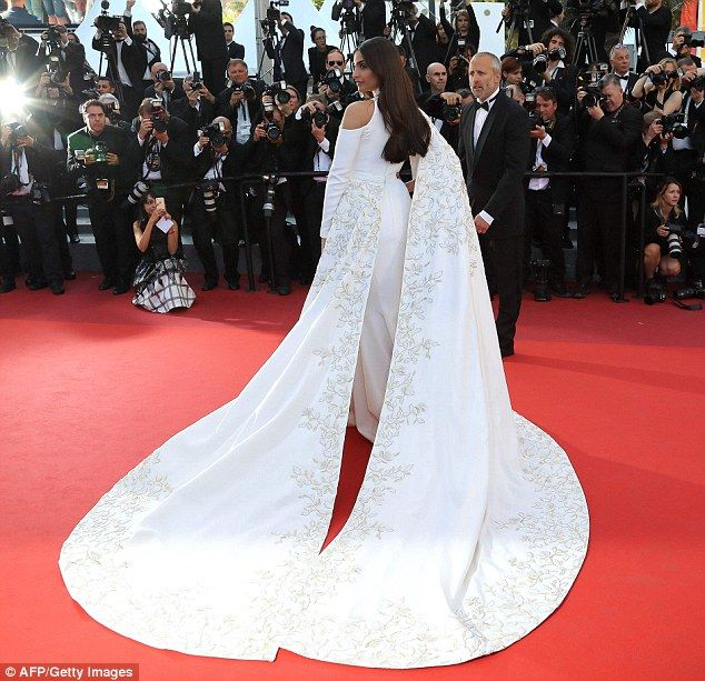 Sonam Kapoor at #cannes2016 #fashion #style #haute_couture