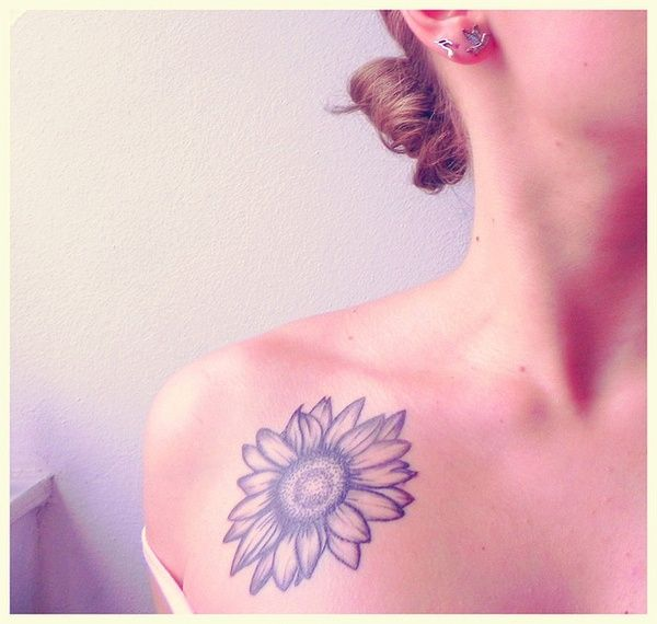 Sunflower tattoo. Normally I'm not a fan of sunflowers, but for some reason I'm attracted to this one.
