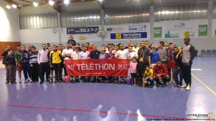 TELETHON 2013 en Moselle Le tournoi de foot en salle de Folschviller avec de nombreuses équipes et spectateurs pour soutenir le Téléthon