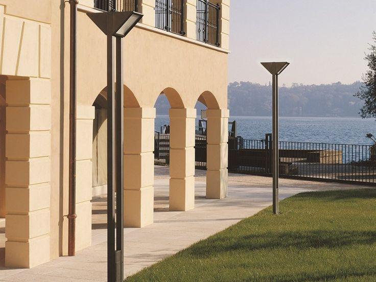Lampione da giardino in alluminio Serie Triangolo City by Goccia Illuminazione