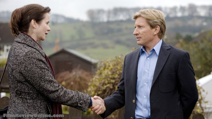 Netflix Oranges and Sunshine - Margaret Humphreys (Emily Watson) and Len (David Wenham)
