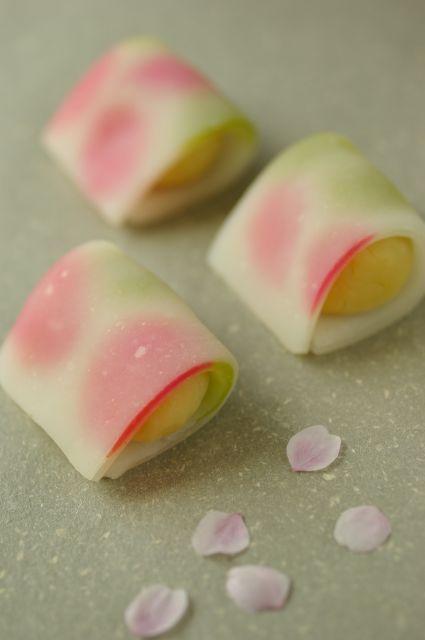 Japanese sweets http://www.amazon.com/Glico-Gaint-Caplico-Cup-Family/dp/B005UHTQ12/ref=sr_1_1?ie=UTF8=1361614517=8-1=Glico+Gaint+Caplico+Cup+-+Family+Pack+%2810+cones%29+x+%282+Packs%29