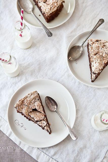 Tarta de chocolate, café y merengue