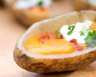Oeufs en cocotte de pommes de terre http://www.fourchette-et-bikini.fr/recettes/recettes-minceur/oeufs-en-cocotte-de-pommes-de-terre.html