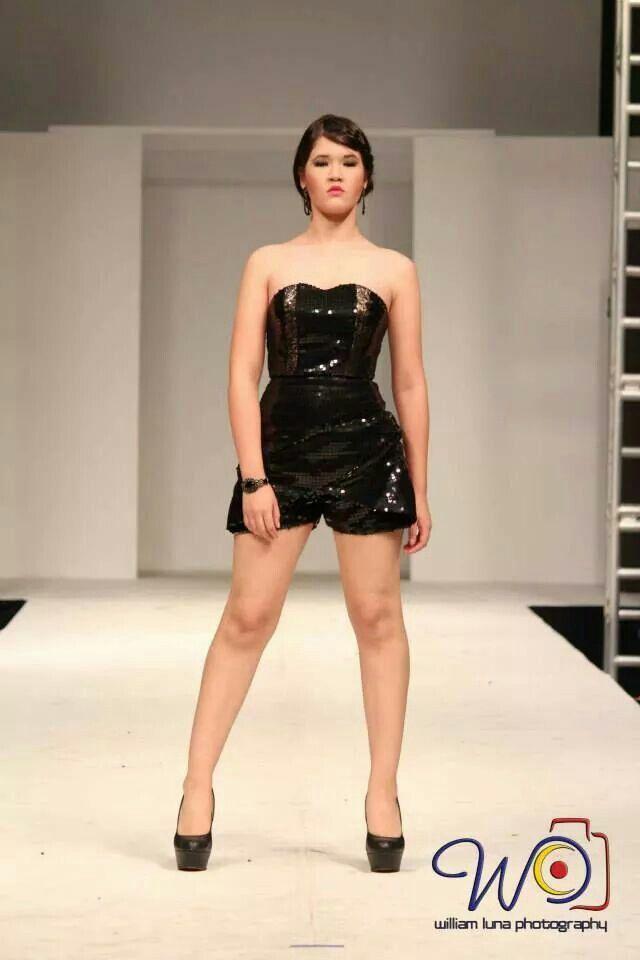 Short black romper by Rebeca Ruiz Galloza. Rasgos Collection