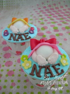 Baby Shower Cupcakes by sondra