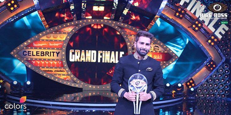 Manveer Gurjar has defeated Bani J to win the title of Bigg Boss 10 champ, few minutes ago host Salman Khan announced the name.