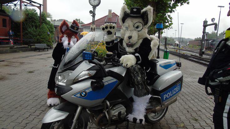 Rotanes auf einem Polizei Motorad am Eisenbahnmuseum Bochum-Dahlhausen