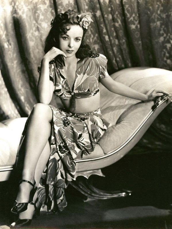 Vintage Hawaiian Dress, worn by Ida Lupino. She started out as an actress and ended up being the first widely accepted female Hollywood movie director and producer.