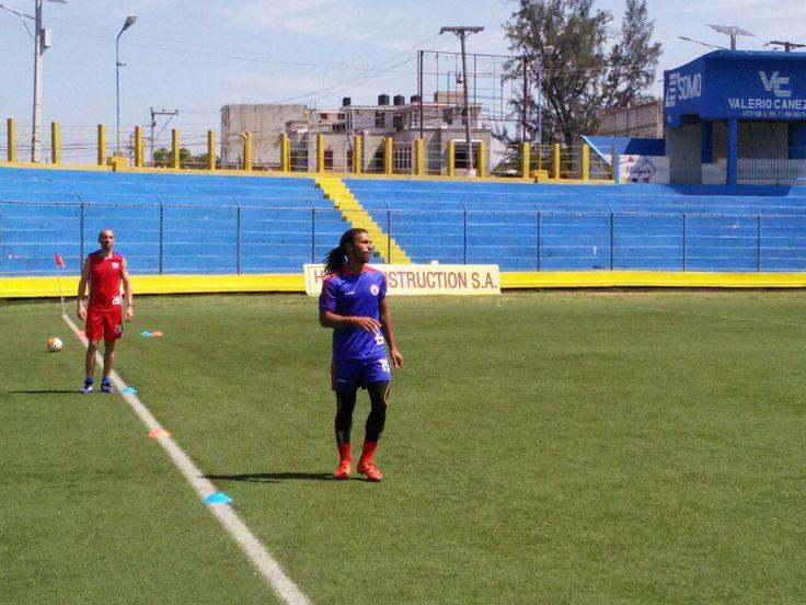 PREMIERE SEANCE D'ENTRAINEMENT POUR NOS GRENADIERS AU STADE NATIONAL SYLVIO CATOR – Switch FM Haiti