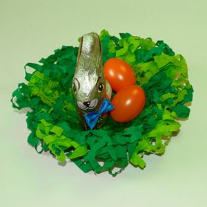 Bastelidee Zu Ostern Osternest Aus Krepppapier Basteln Diy