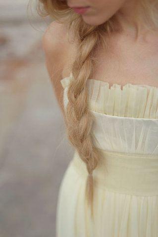 La semplicità è la migliore arma di seduzione. #hairstyle #tresse
