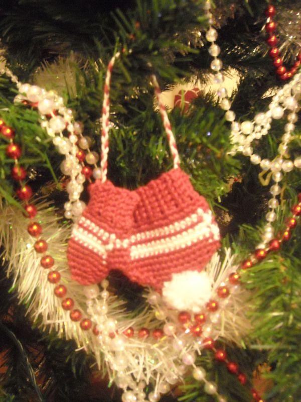 Crochet Mini Hat & Gloves ∙ Creation by Sarsaparilla on Cut Out + Keep