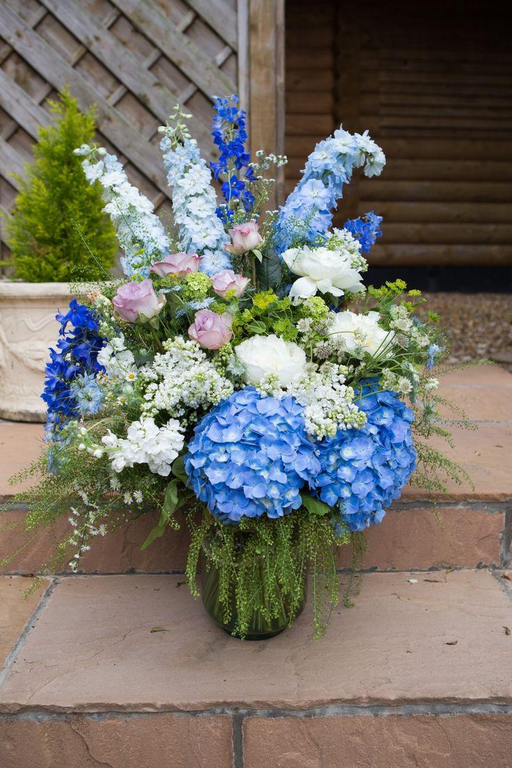 Extra vases full of flowers to fill big spaces #weddings #flowers #vases #bigspace