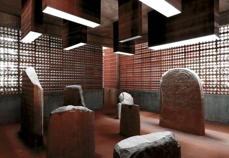 Toni Gironès · Espai Transmissor del Túmul/Dolmen Megalitic de L'any 2.800 a.C. · Divisare
