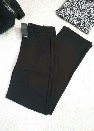 À vendre sur #vintedfrance ! http://www.vinted.fr/mode-femmes/pantalons-droits/52925344-pantalon-mango-neuf-etiquette-taille-haute-poches-plaquees-noir