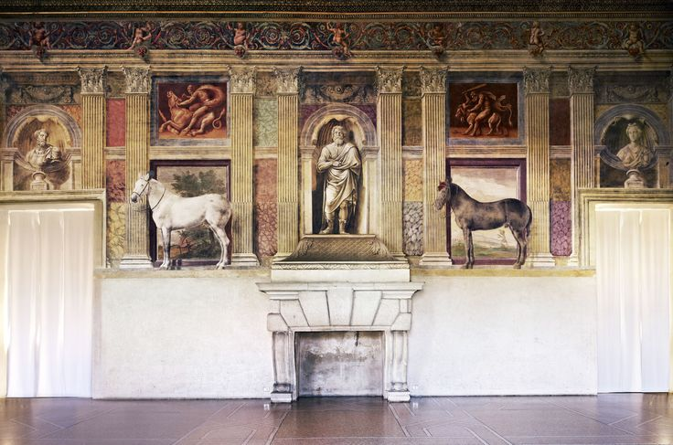 Candida Höfer, Mantova, Museo Civico di Palazzo Te, Sala dei Cavalli, parete del camino, 2010, 180×187 cm © Candida Höfer