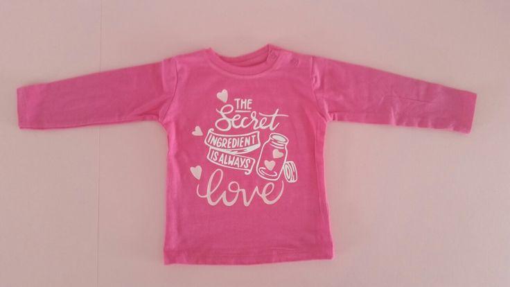 Met wat glitter folie en een leuke citaat scoor je een top T-shirt, zeker voor een meisje.