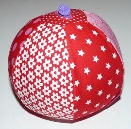 Ballonhoes roze/ rood Stop een ballon door het knoopsgat, en blaas hem op. Een mooie bal ontstaat, die met een kleine aanraking al in beweging komt. Vul de ballon ook eens met een beetje rijst, voor een leuk effect