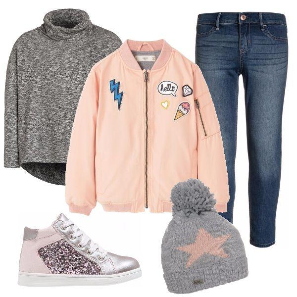 Copiando le più grandi: jeans skinny Abercrombie & Fitch con maglione grigio a collo alto Pepe Jeans, bomber rosa pastello Mango, sneakers alte con i glitter Stups e berretto bicolore Chillouts.