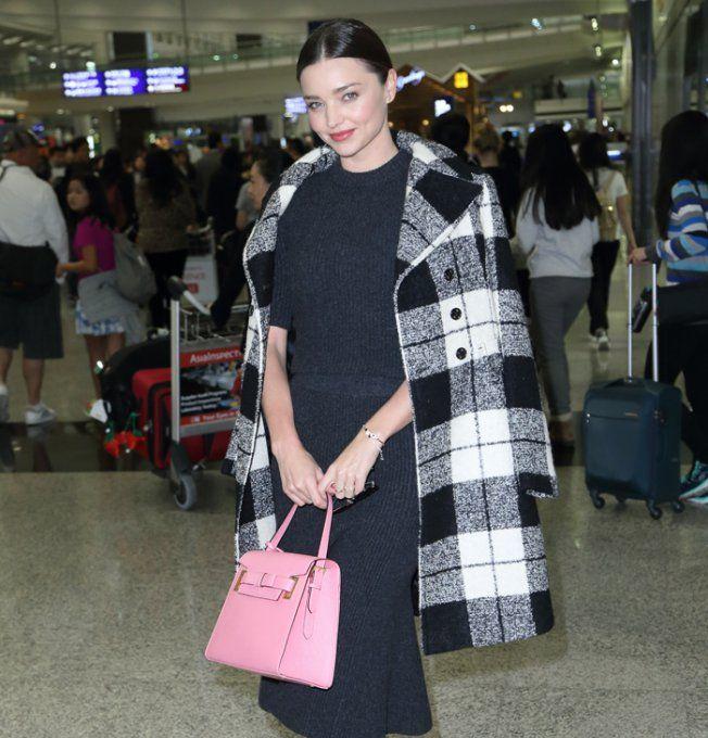 La robe-pull midi grise de Miranda Kerr
