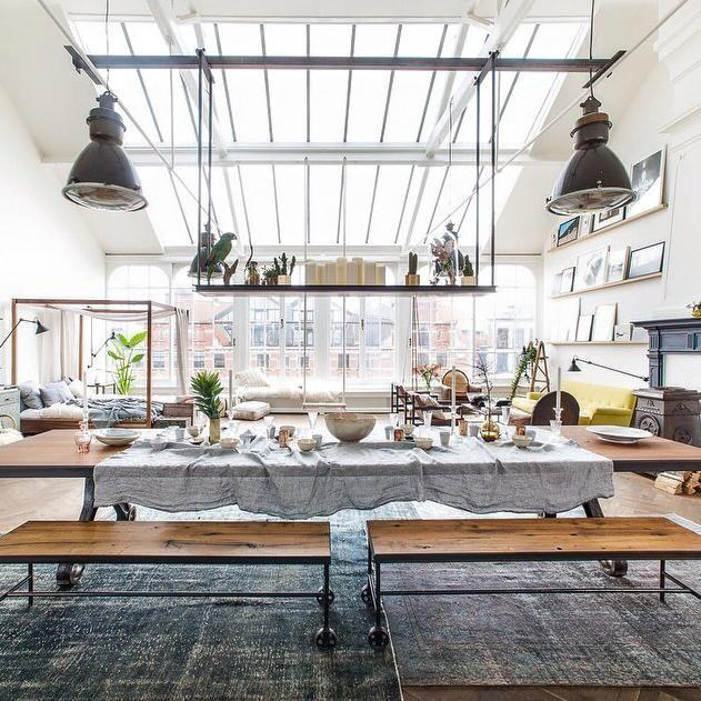Linnen tafelkleden van Evert Groot, voor The Loft, Amsterdam.
