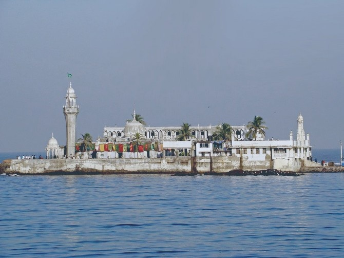 Haji Ali Dargah   India Travel