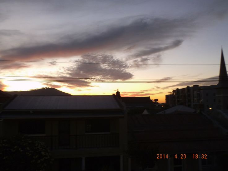 Orange and pink sky over Cape Town - 20.04.2014