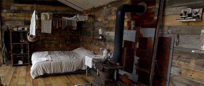 O fotógrafo Nick Olson e a designer Lilah Horwitz construíram uma encantadora casa feita de janelas velhas, nas montanhas da Virginia Ocidental. Eles jamai