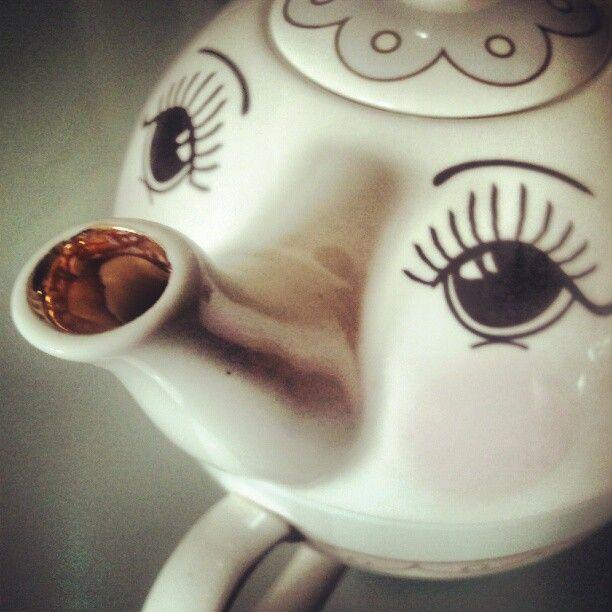 Mini Teapot with Eyes £19,60  http://www.decolovin.com/en/kitchen/83-mini-teapot-cup-ceramic.html