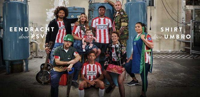 Maillots de foot PSV Eindhoven 2017-18 Le nouveau Maillots de foot PSV Eindhoven Domicile 17-18 Pas Cher a quatre rayures verticales rouges et trois verticales sur son front.