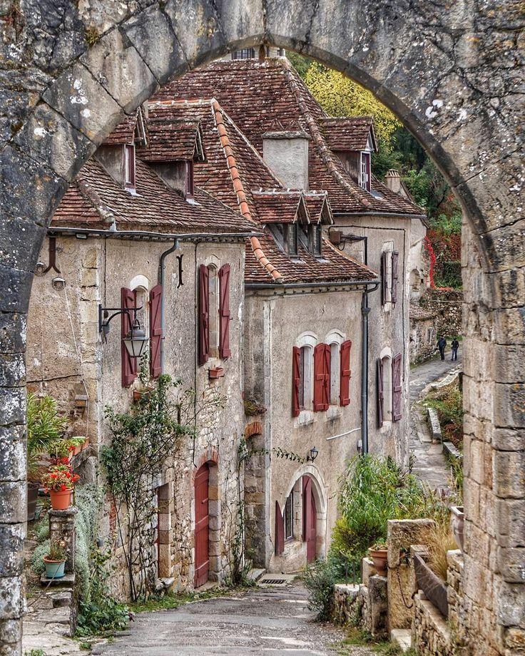 Saint Cirq Lapopie (Département du Lot, Occitanie). #ig_europa #kings_hdr #visitfrance #kings_villages #top_hdr_photo #travel_drops #vip_world_photo #awesome_phototrip #hq_globe #topstreetphoto #streetart_addiction #bns_city #world_great #visithdr_interna