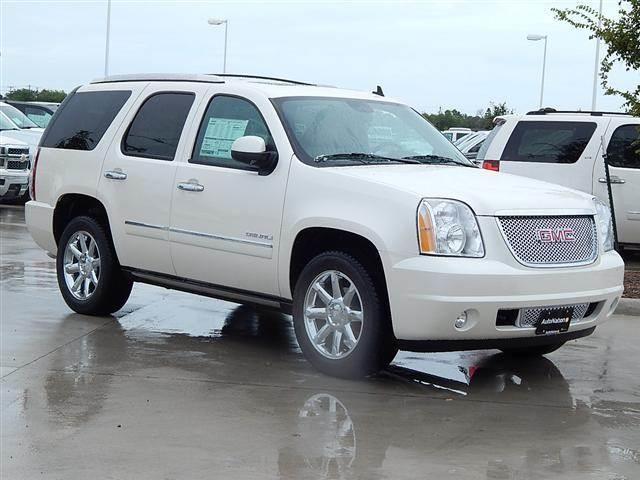 2014 Gmc Yukon Denali 4x2 Denali 4dr SUV SUV 4 Doors White Diamond Tricoat for sale in Corpus christi, TX Source: http://www.usedcarsgroup.com/used-gmc-for-sale-in-corpus_christi-tx