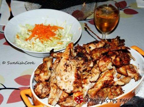 Η συνταγή είναι για κοτόπουλο στη σχάρα /grill/ στα κάρβουνα. Στηρίζεται στην μαρινάδα στην οποία αφήνουμε το κοτόπουλο και έτσι αποκτά μεστή και έντονη γεύση. Τα συστατικά αφορούν σε μισό (1/2) κοτόπουλο.