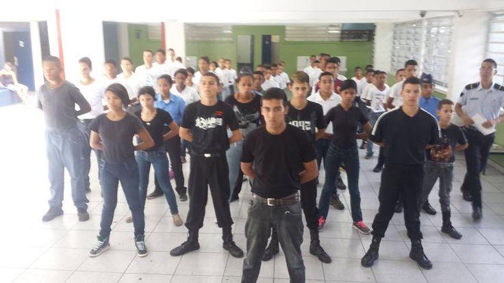 Legião Educacional do Menor em instrução de Ordem Unida, uma atividade rotineira da legião com seus alunos.