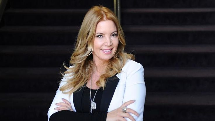 Jeanie Buss calls free agents afraid to play with Kobe Bryant 'losers'