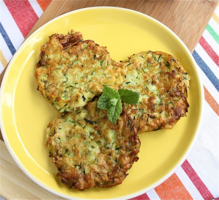 Zucchini Fritters: Big Mouths, Food Recipes, Fritters Looks Delicious, Yummy Food, Feta Dips, Cooking, Zucchini Fritters Yummy, Zucchini Fritters Looks, Herbs Feta