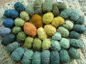 Färben mit Pflanzen1Pflanzen sammeln2Vorbereitung von Wolle und Pflanzen3Die fertige Wolle4Gelbtöne - verstrickt