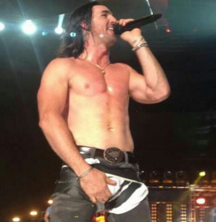Jake Owen.. OH MY LORD