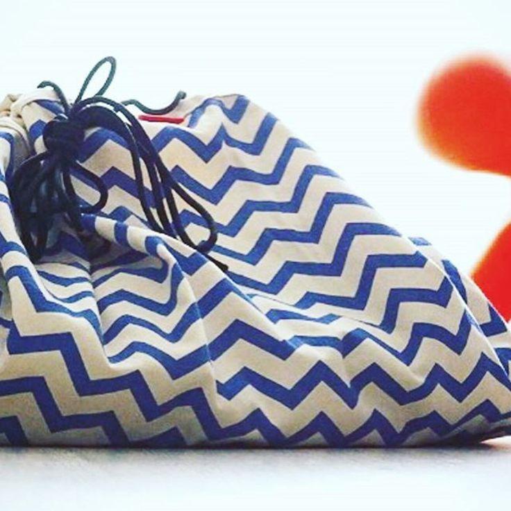 Opbergzak- speeltapijt Zigzag Blue - PLAY&GO - https://www.livingdesign.be/nl/merken/playgo