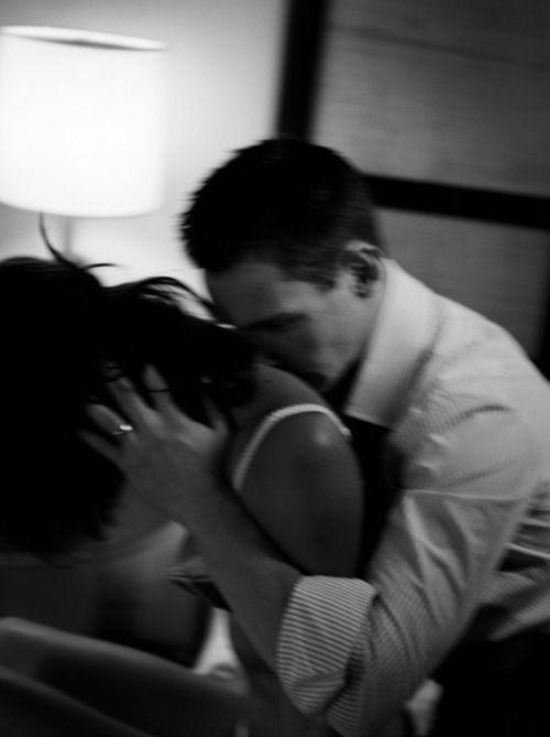 Il respiro comune di due che si amanoe i corpi profumano l'uno dell'altroche pensano uguali pensierie non hanno bisogno di parolee si sussurrano uguali paroleche non hanno bisogno di significato.Thomas Stearns Eliot