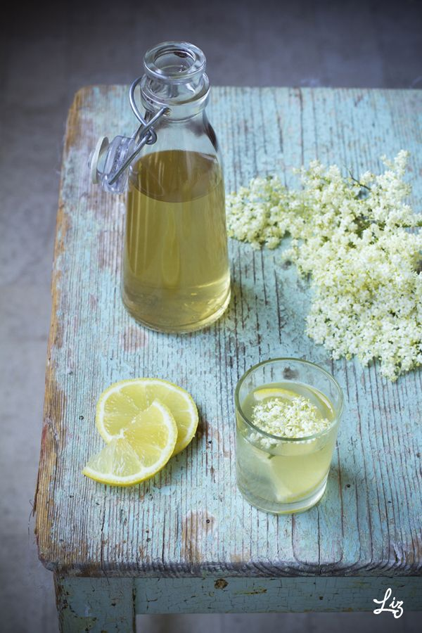 Holunderlimonade, Elderflower Lemonade, by Liz from www.lizandjewel.com
