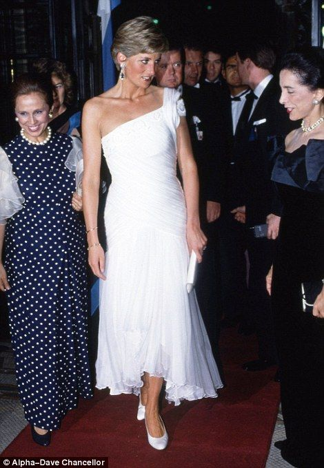Princess who wore her heart on her sleeve: Diana's dresses   Daily Mail Online