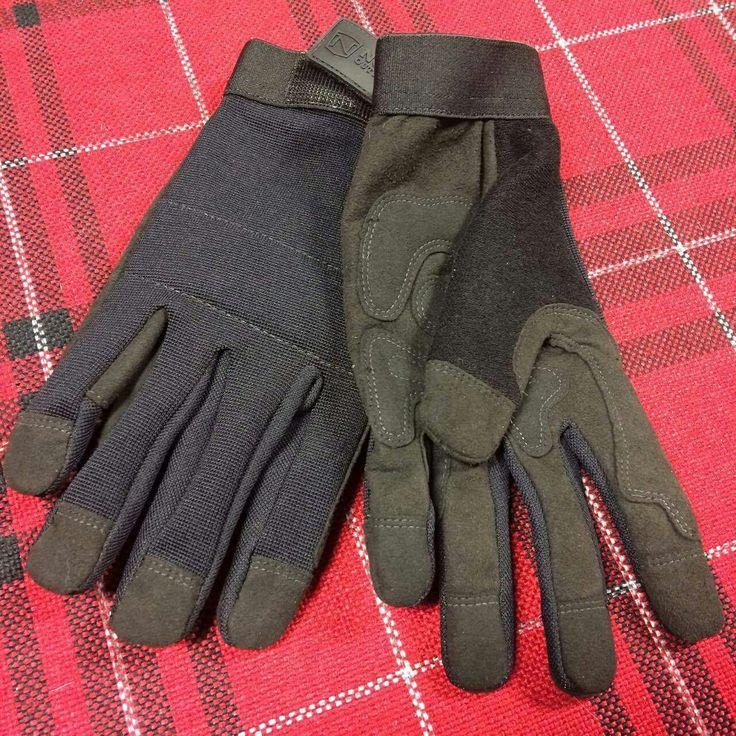 L'hiver n'est pas terminé! Les gants vous attendent à la sellerie et en ligne : https://chambriere.ca/produits/c-3-le-cavalier/c-147-gants
