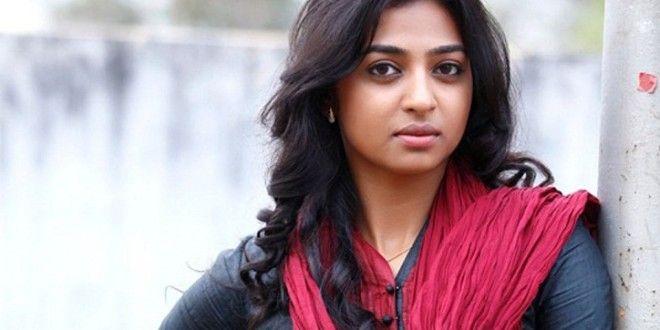 Actress Radhika Apte wiki, photo gallery & wallpapers
