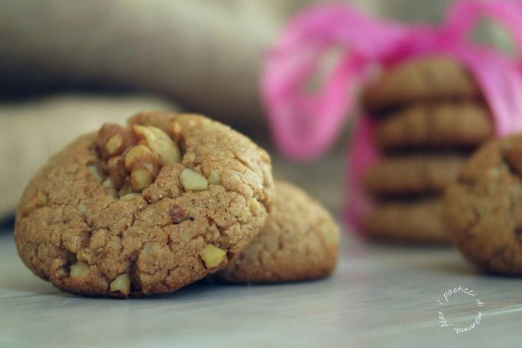 I cookies farina castagne e noci sono leggeri, golosi, squisiti e senza glutine