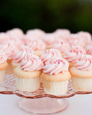 Delicious wedding cupcakes. Yum!