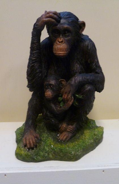 beeldje chimpansee met baby