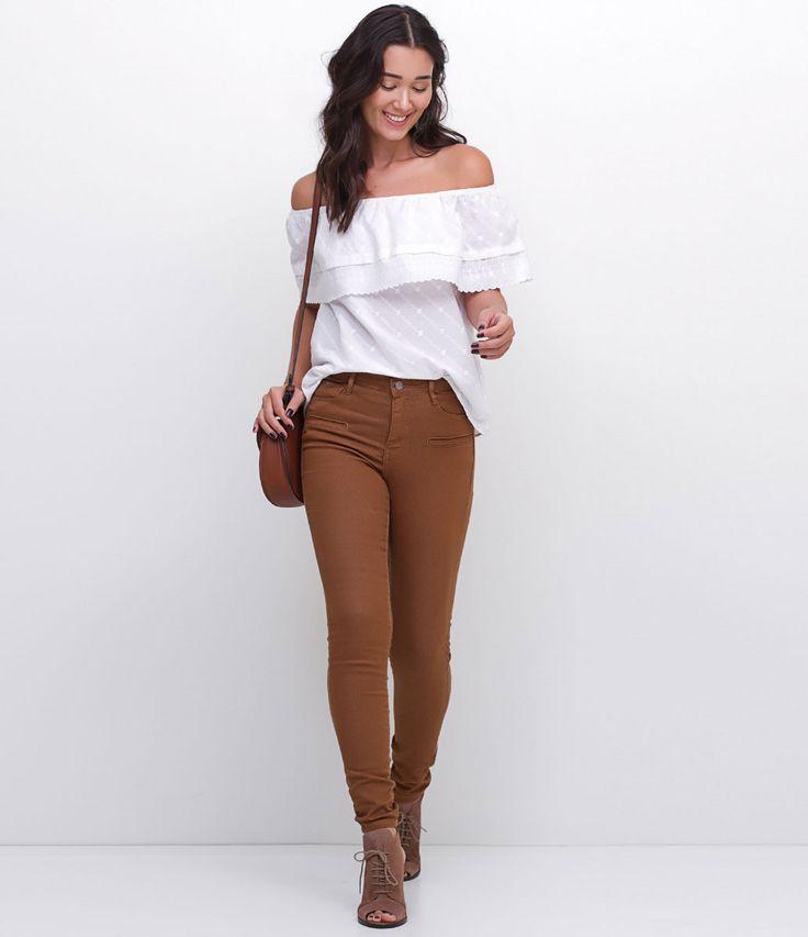 Calça feminina  Modelo Skinny  Super elástica  Marca: Blue Steel  Tecido: Sarja  Modelo veste tamanho: 36    PP = 34/36  P = 38  M = 40/42  G = 44/46  GG = 48/50    Veja outras opções de    calças jeans   .     Calça Jeans Feminina - Skinny     A calça skinny é um modelo que caiu no gosto de todas as mulheres, afinal, ela fica bem em todos os tipos de corpos e combina com tudo que é roupa. Mas lembre-se sempre da regra de ouro para compôr looks c...